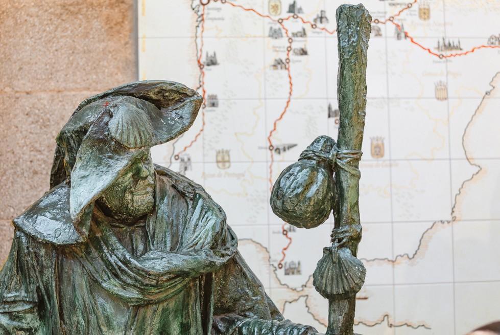 Einer der besonders wichtigen Jakobsweg-Tipps: Geld (also Bargeld) und EC-/Kreditkarten auf der Pilgerreise. (#3)