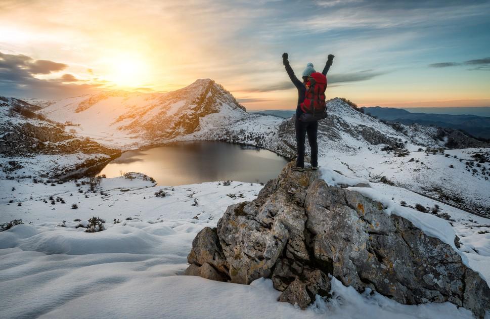Während der Wintermonate haben Herbergen entlang des Küstenwegs in Spanien oft geschlossen. Wer das Marienheiligtum der Höhle von Covadonga anlaufen möchte, der sollte sich dessen bewusst sein, dass es hier sogar gar keine Herberge gibt. Ausschließlich Hotels bieten eine Unterkunft an. Auf dem Bild: einer der Bergseen von Covadonga. (#3)