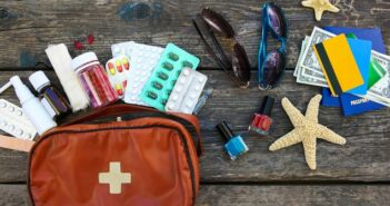 Reiseapotheke-Checkliste: Das sollten Sie mindestens dabei haben ( Foto: Shutterstock-Victoria )